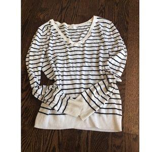 BP ▫️▪️ black and white V neck sweater, EUC
